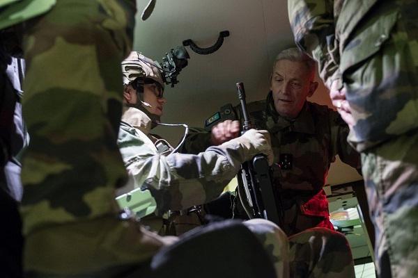 Pour le CEMA, la crise met « cruellement en évidence » les faiblesses causées par les précédentes réformes des armées