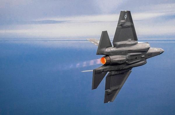 M. Trump laisse entendre qu'il veut rapatrier la production des composants de l'avion F-35 aux États-Unis